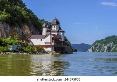 Mraconia Monastery is the only Romanian monastery built between the rocky banck of the Danube and its waters , located 15 Km west of the Romanian port town Orsova
