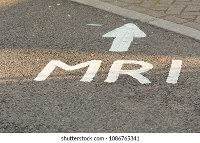 MRI this way sign with arrow