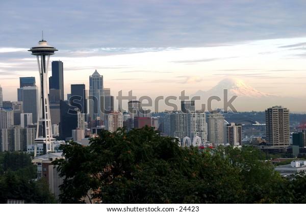 mt raineer and seattle skyline at dusk