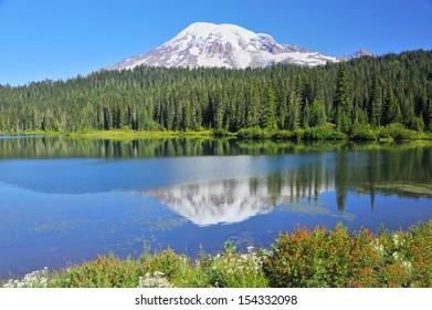 Mt. Rainier in Mt. Rainier National Park, USA