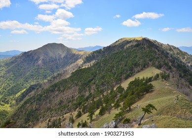 Mt. Tsurugi is one of the 100 famous mountains in Japan and is located in Tokushima prefecture at an altitude of 1,955m. Also known as Taro-gyu, it confronts Jiro-gyu on the southwest side.