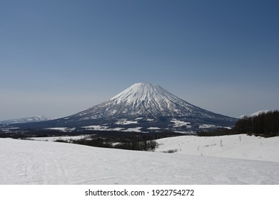 Mt. Yotei and open landscape removed from the snowy hills