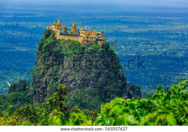 Popa Mountain, Mt. Popa bei Bagan, Mandalay, Myanmar. Kloster Popa, inaktiver Vulkan Popa