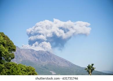 Mt,Sakurajima erupted.