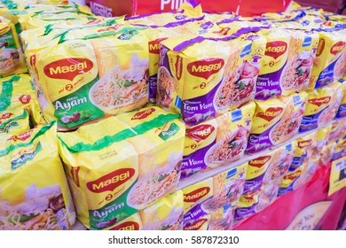 Packaged Chicken On Shelf Images, Stock Photos & Vectors