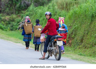 MUCANGCHAI , VIETNAM - MAY 21, 2016 : Hmong families who come to the market in Mu Cang Chai