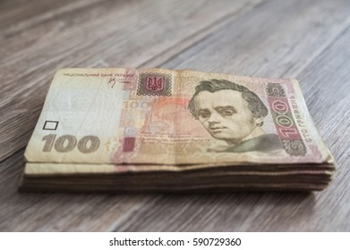 Much money. Ukrainian hryvnia. Crisis, earnings, growth, loss, loss, theft, discovery