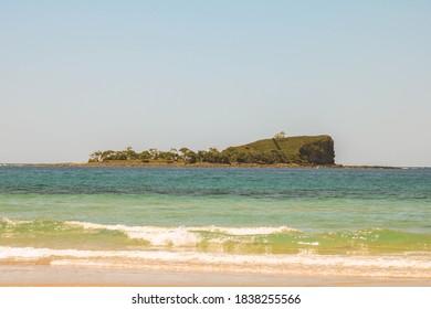 Mudjimba Beach, Old Woman Island on a wonderful day
