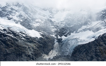 Mueller Hut Route, Aoraki/Mount Cook National Park provides a 360-degree panorama encompassing glaciers, ice cliffs, vertical rock faces and New Zealand's highest peaks.