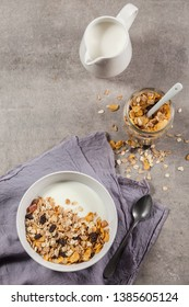 Muesli bowl and muesli jar.