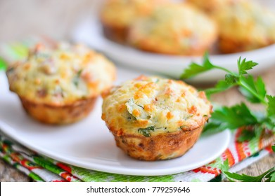 Muffins with cheese and ham
