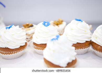 Muffins with white cream
