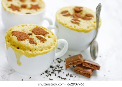 Mug cake with chocolate filling