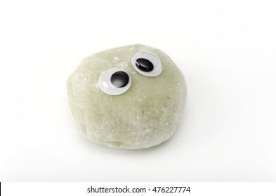 mugwort rice cake, eyeball, look around restlessly