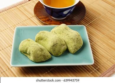 Mugwort rice cake; Yomogi-mochi; Japanese confectionery