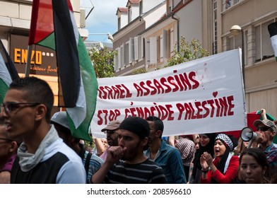 Mulhouse - France - 2 august 2014 - demonstration for peace between Israel and Palestine, against the Israeli bombing in Gaza