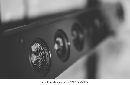 Multichannel soundbar with surround sound function