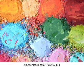 Multicolor palette/A palette with a lot of different color paints