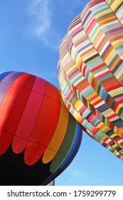 Ballons à air chaud multicolore en gros plan