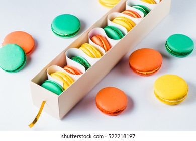 Multicolored positive macaroons