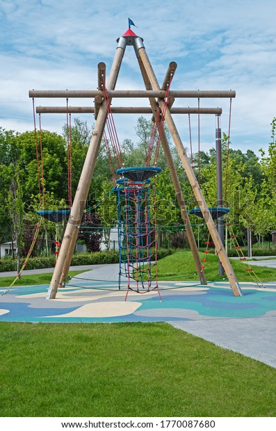 multifunctional-log-tower-playground-des