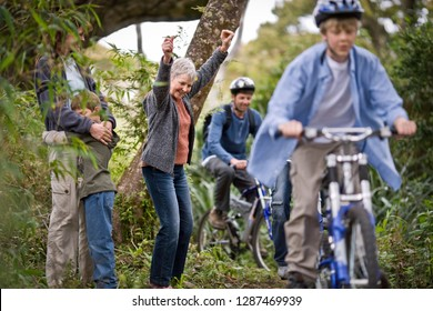 Multi-generational family out cycling together