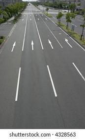 Multi-lane free road