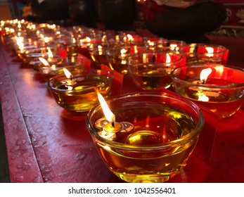 Multiple cups of candle in the oil, the chinese tradition