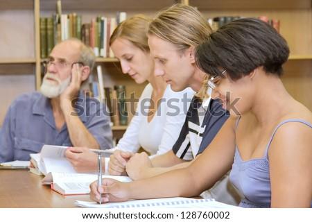 Resultado de imagen para people studying