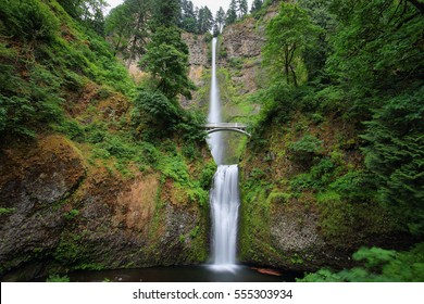 Multnomah Falls waterfall in the Oregon side of the Columbia River Gorge, along the Historic Columbia River Highway.