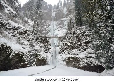 Multnomah Falls in Winter, Oregon-USA