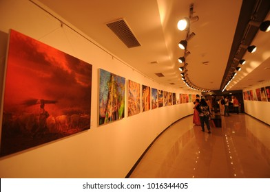 MUMBAI, INDIA, 17 JANUARY 2016 : People visit to art exhibitions of modern and contemporary art at Jehangir Art Gallery, Mumbai, it is famous art gallery in India.
