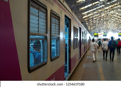 mumbai, India, 20 november 2018 / Train in the Churchgate railway station