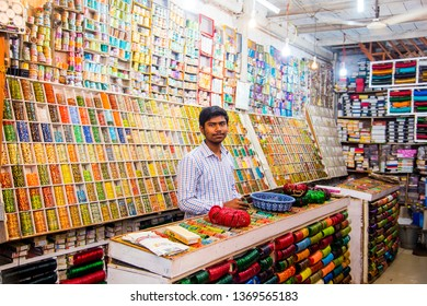 929bf26158 MUMBAI, INDIA, 21 OCTOBER 2015 : Unidentified street shop vendor selling  colorful bangles on