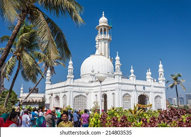 MUMBAI, INDIA - FEBRUARY 27: Unidentified people at Haji Ali Dargah on February, 27, 2014, Mumbai, India