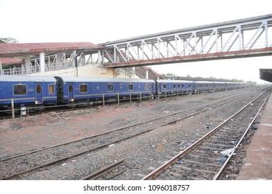 Indian Railway Station」的庫存照片、圖片和攝影| Shutterstock