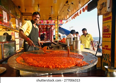 MUMBAI,INDIA-APRIL 04:Indian street vendor make fast food at Juhu beach in Mumbai,India on April 04,2015.