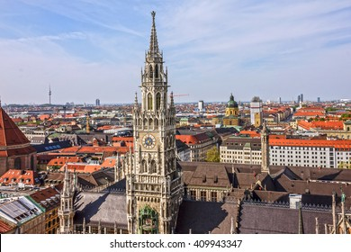 Munchen. New town Hall building, Munich Germany, Marienplatz, clock tower