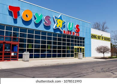 """Muncie - Circa April 2018: Toys """"R"""" Us Retail Strip Mall Location. Toys """"R"""" Us is going out of business after filing bankruptcy II"""