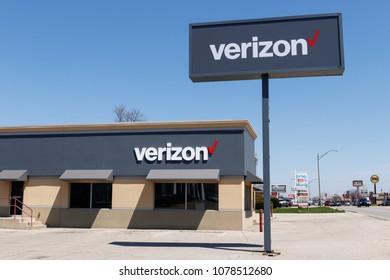 Muncie - Circa April 2018: Verizon Wireless Retail Location. Verizon delivers wireless, high-capacity fiber optics and 5G communications IV