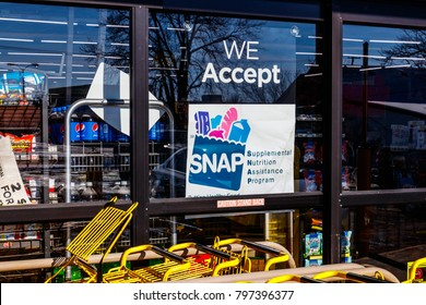 Muncie - Circa January 2018: A Sign at a Retailer - We Accept SNAP
