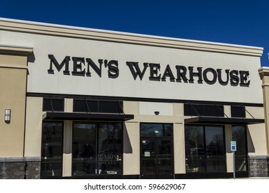 Muncie - Circa March 2017: The Men's Wearhouse Retail Strip Mall Location. Men's Wearhouse corporate name is Tailored Brands I