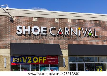 2e91d05491 Muncie - Circa September 2016  Shoe Carnival Retail Strip Mall Location. Shoe  Carnival Provides