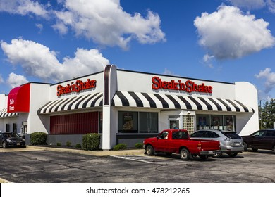 Muncie - Circa September 2016: Steak 'n Shake Retail Fast Casual Restaurant Chain. Steak 'n Shake is Located in the Midwest and Southern U.S. I