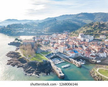 mundaka fishing town at basque country