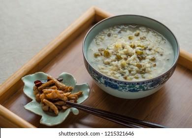 Mung bean porridge and salty pickled radish