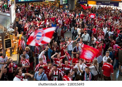 MUNICH, GERMANY - MAY 19: FC Bayern Muenchen supporters arriving on train station for UEFA Champions League Final between FC Bayern Muenchen and Chelsea FC on May 19, 2012 in Munich, Germany