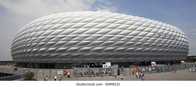 MUNICH - JUNE 9:  Exterior view of Allianz Arena prior to a World Cup soccer match between Germany and Costa Rica June 9, 2006 in Munich, Germany.
