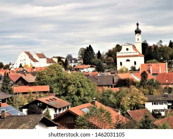 Murnau am Staffelsee: View of the castle museum and the church of St. Nicholas from the direction of the Münter House. A popular motif by Münter and Kandinsky. Germany, Murnau 10/10/2017
