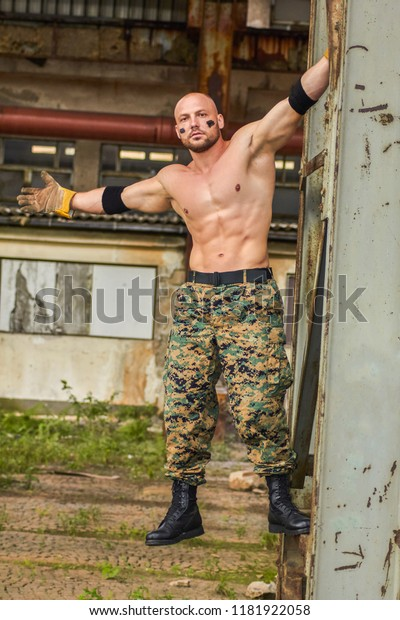 Muscular Young Sexy Naked Soldiers With Knives And Weapons